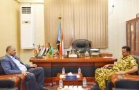 الرئيس الزُبيدي يشدد على أهمية توفير الحماية الأمنية اللازمة للمنظمات الإنسانية العاملة بالضالع