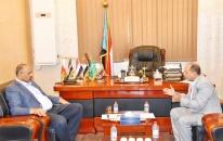 الرئيس الزُبيدي يلتقي منسق المنظمات الدولية في العاصمة عدن ويوجّه بتسهيل عملها