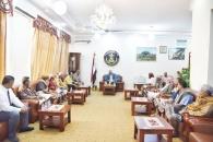 الرئيس الزُبيدي يناقش مع عدد من مشائخ ووجهاء لودر سُبل تحرير مُكيراس من المليشيات الحوثية