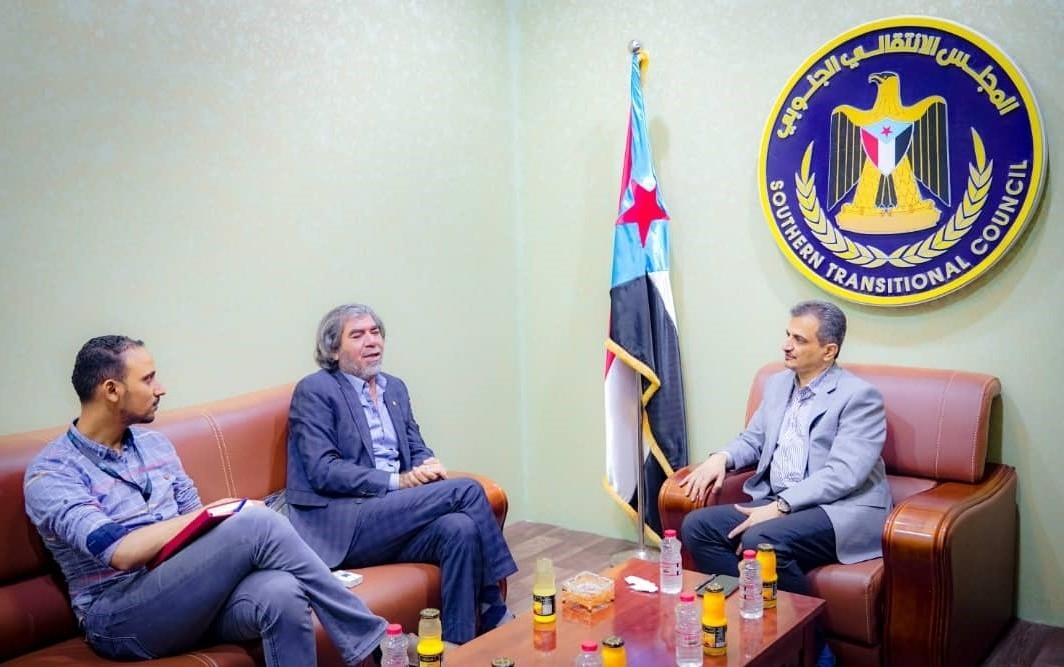 لملس يبحث مع مستشار غريفيث خطوات تنفيذ اتفاق الرياض ومستقبل التسوية السياسية الشاملة