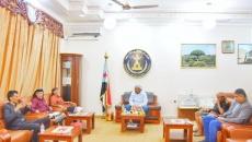 الرئيس الزُبيدي يناقش مع الشيخ عِوَض العلهي الأوضاع بالمنطقة الوسطى