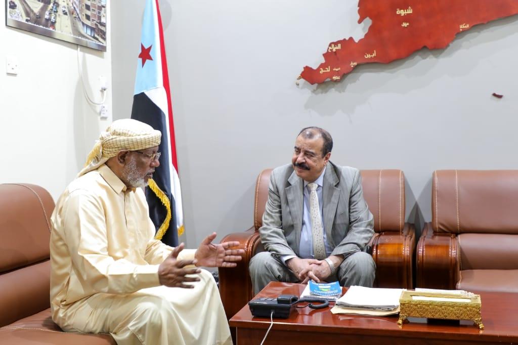 اللواء بن بريك يلتقي المدير السابق لدائرة التنمية بوزارة الإدارة المحلية