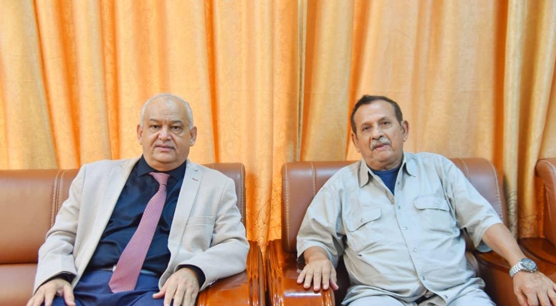 الوالي يناقش مع اللواء ياسين جوانب التعاون بين المجلس الانتقالي ومناضلي حرب التحرير