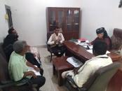 رئيس انتقالي أبين يناقش أوضاع النازحين مع مدير الوحدة التنفيذية لإدارة المخيمات بالمحافظة