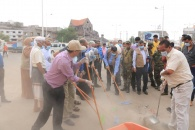 اللواء السقطري يدشن حملة النظافة الشاملة بالعاصمة عدن