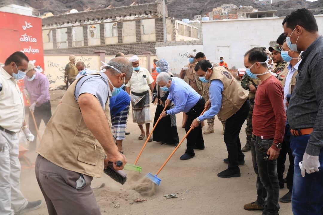 المجلس الانتقالي يعزز جهود الوقاية من فيروس كورونا بحملة نظافة شاملة بالعاصمة عدن