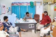 قيادة انتقالي شبوة تقدم مستلزمات طبية وحوافز مالية طارئة لمركز بئر علي الصحي