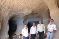 فريق من الأمانة العامة يرصد الانتهاكات التي طالت أحد أهم المعالم الأثرية في العاصمة عدن