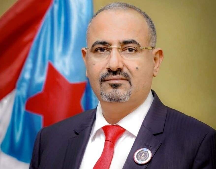 رئيس المجلس الانتقالي الجنوبي يُعزّي الرئيس هادي في وفادة العميد أحمد علي هادي
