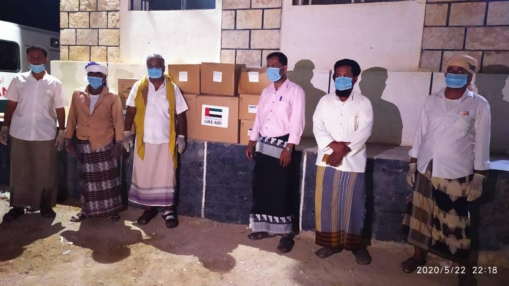 قيادتا الانتقالي بمديريتي يبعث والديس الشرقية تسلمان الدعم الطبي الإماراتي للمراكز الصحية بالمديريتين