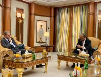 الرئيس القائد عيدروس الزُبيدي يستقبل السفير الفرنسي لدى اليمن
