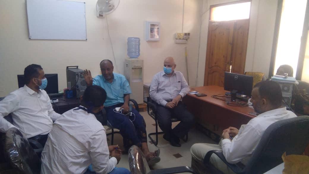 نائب رئيس انتقالي العاصمة عدن يناقش مع مديري المياه وصندوق النظافة الاستعدادات للمنخفض الجوي