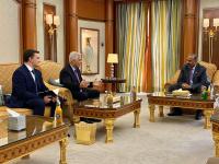 الرئيس القائد عيدروس الزُبيدي يستقبل السفير الروسي لدى اليمن