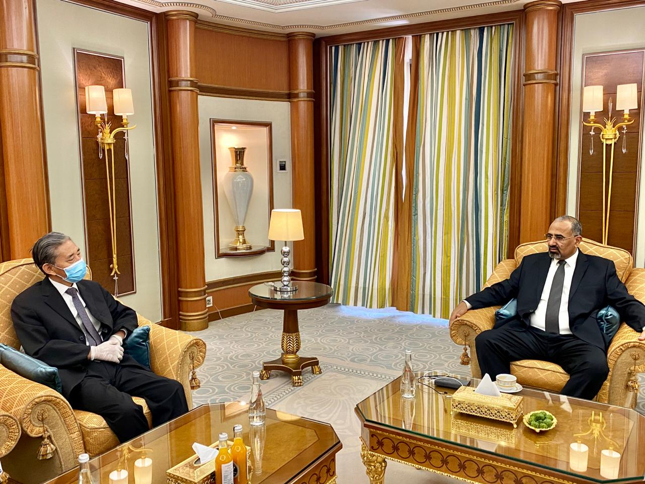 الرئيس القائد عيدروس الزُبيدي يستقبل السفير الصيني لدى اليمن
