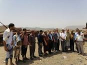 ممثلون عن الانتقالي يسلمون مساعدات غذائية للمرابطين في جبهة كرش