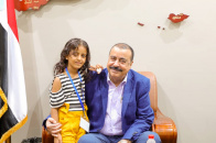 اللواء بن بريك يستقبل الطفلة رحاب علي طالب ضحية الاعتداء الهمجي الحوثي على الضالع