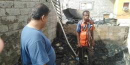 رئيس انتقالي المعلا يتفقد منزل مواطن تعرض لحريق في الشيخ إسحاق