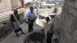 رئيس انتقالي المعلا يبحث مع مدير الصرف الصحي أسباب ومعالجات طفح المجاري في أحياء المديرية