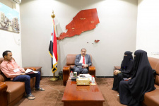 رئيس الإدارة الذاتية يلتقي رئيسة شبكة جمعيات ومؤسسات المجتمع المدني في العاصمة عدن