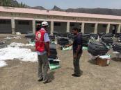 لجنة الإغاثة بانتقالي خورمكسر تشرف على عملية توزيع السلال الغذائية المقدمة من الصليب الأحمر للأسر المتضررة من الأمطار