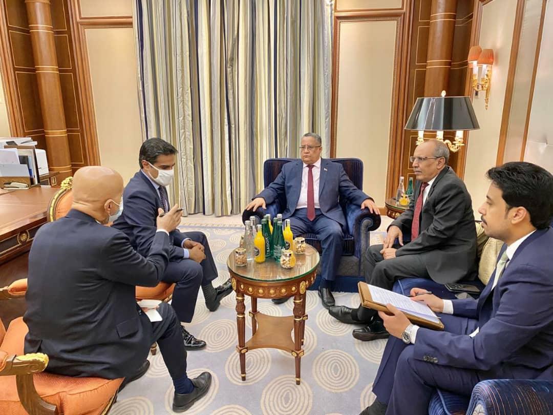 رئيس وحدة شؤون المفاوضات بالمجلس الانتقالي الجنوبي يستقبل نائب السفير الأمريكي