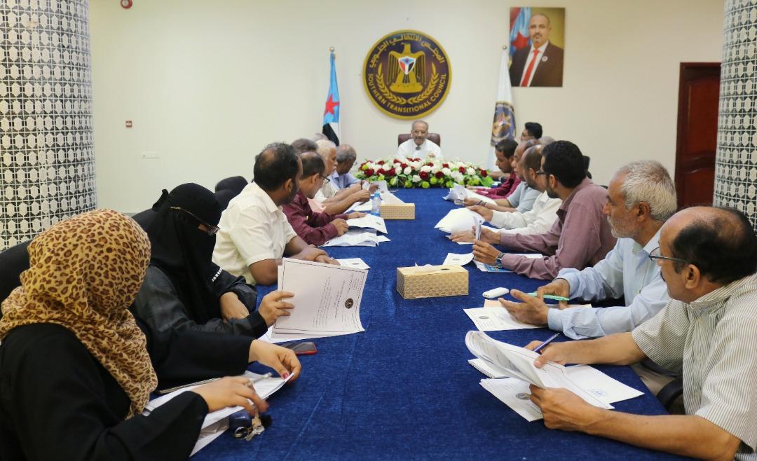 الأمانة العامة تعقد اجتماعها الدوري وتؤكد دعمها لجهود وفد المجلس التفاوضي بقيادة الرئيس الزُبيدي