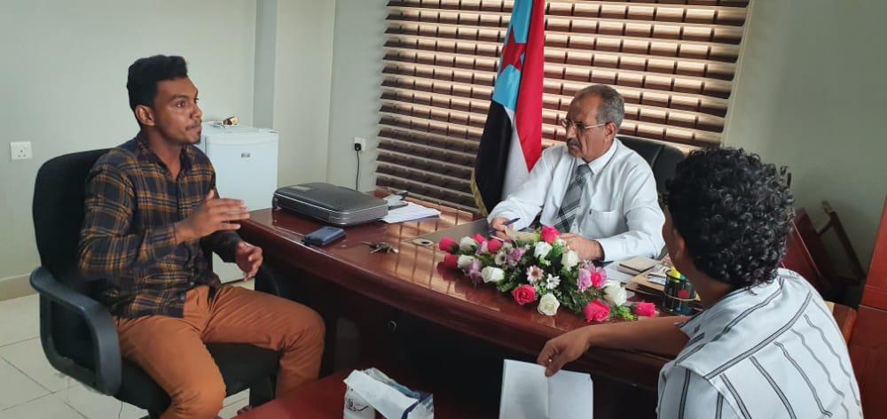 الجعدي يلتقي المخترع الشاب أحمد أنيس ويؤكد دعم المجلس الانتقالي للمبدعين الشباب