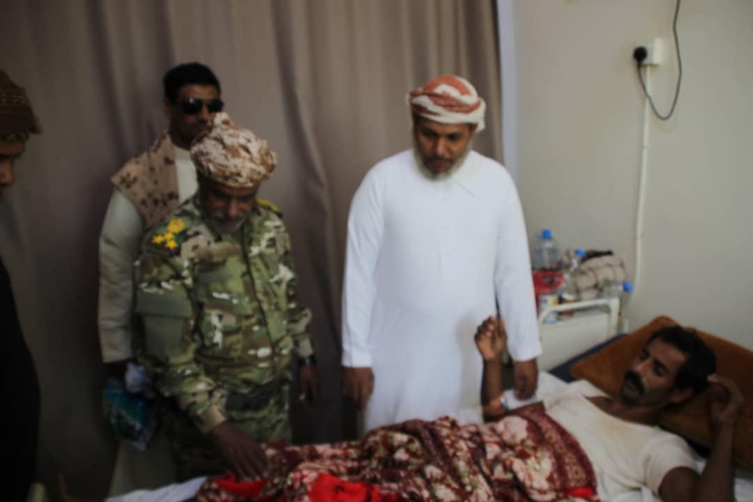 رئيس انتقالي سقطرى يقوم بزيارات عيدية لتفقد أحوال المرضى بمستشفى خليفة