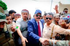 اللواء بن بريك يفتتح مشروعاً حيوياً في يافع