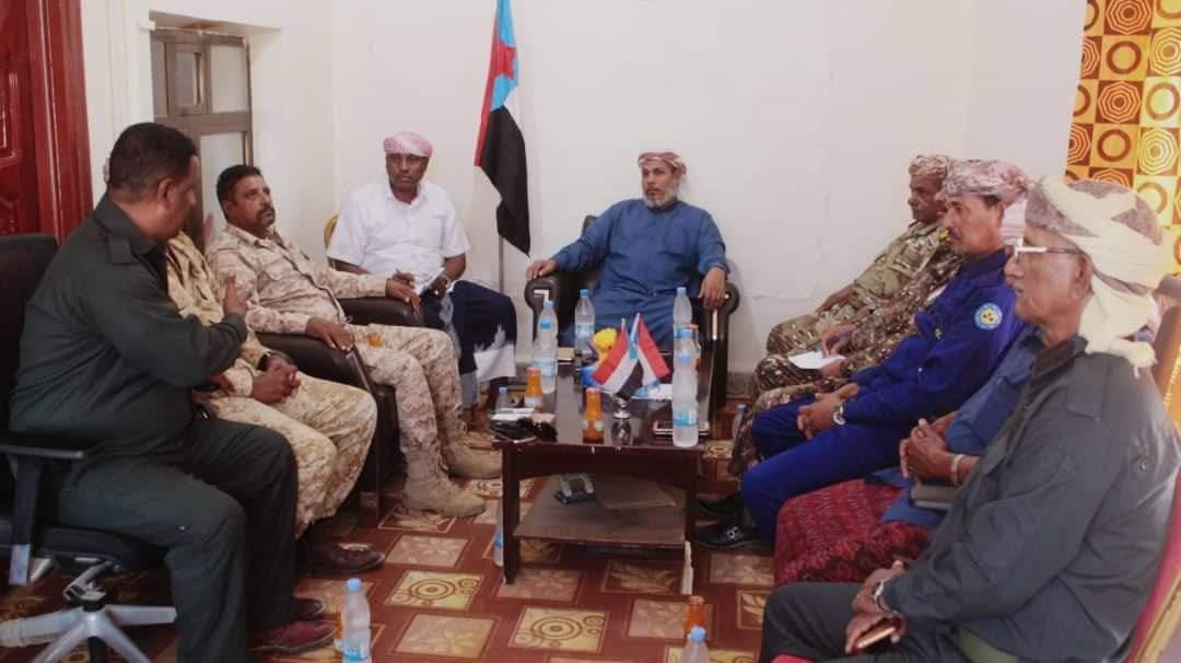 رئيس انتقالي سقطرى يترأس اجتماعاً استثنائياً بالقيادات الأمنية والعسكرية في المحافظة