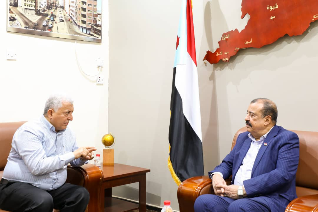 اللواء بن بريك يناقش مع العميد جمال ديّان عدداً من الموضوعات المتعلقة بشرطة السير في العاصمة عدن
