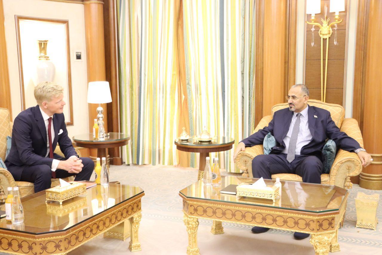 الرئيس القائد عيدروس الزُبيدي يستقبل رئيس بعثة الاتحاد الأوروبي