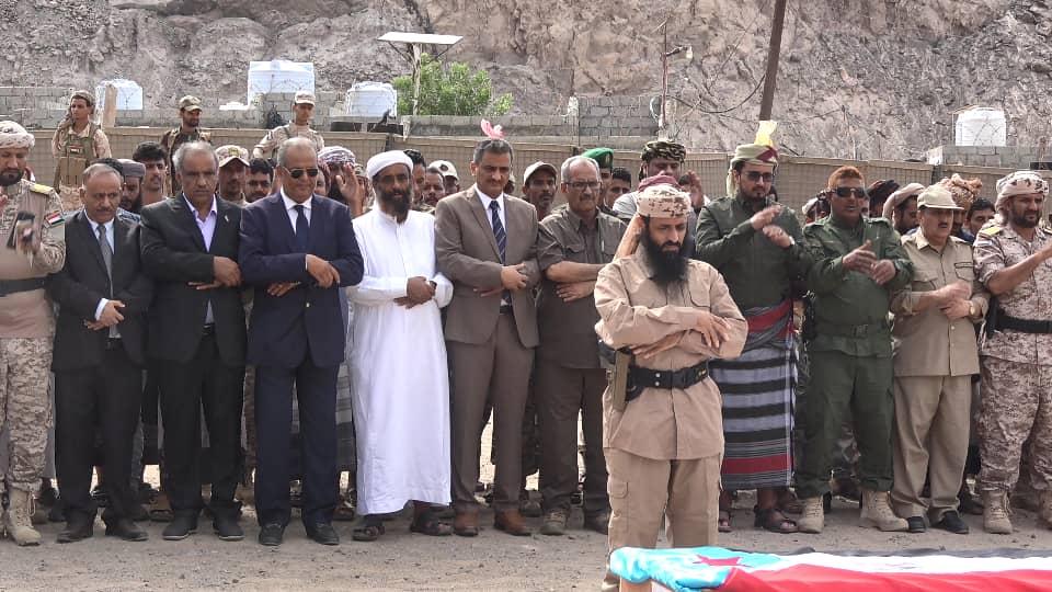 الأمين العام وأعضاء هيئة الرئاسة يؤدون صلاة الجنازة على جثامين شهداء القوات المسلحة الجنوبية