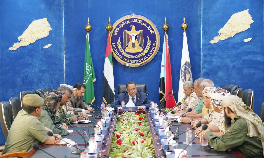 الدكتور الخُبجي يُطلع اللجنة العسكرية والأمنية على سير العملية التفاوضية