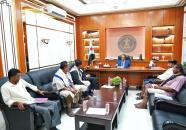 الخُبجي يناقش مع عدد من أعضاء الجمعية الوطنية بأبين جهود تطبيع الحياة بالمحافظة
