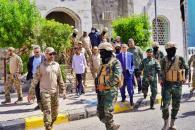 القائم باعمال رئيس المجلس الانتقالي الجنوبي يشهد عرضاً عسكرياً لوحدات مكافحة الإرهاب التابعة للواء العاصفة