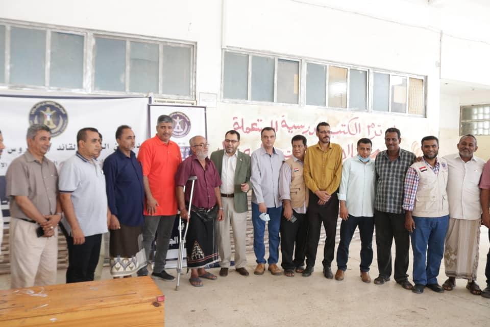 الكاف وهيثم يدشنان مشروع توزيع السلال الغذائية على أسر الشهداء