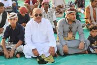 رئيس تنفيذية انتقالي حضرموت يؤدي صلاة عيد الفطر مع جموع المصلين بمدينة المكلا