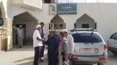 لجنة الطوارئ بانتقالي تريم تزور مستشفى المديرية وتقدم مساعدات للمرضى ومكافآت للأطباء والمناوبين