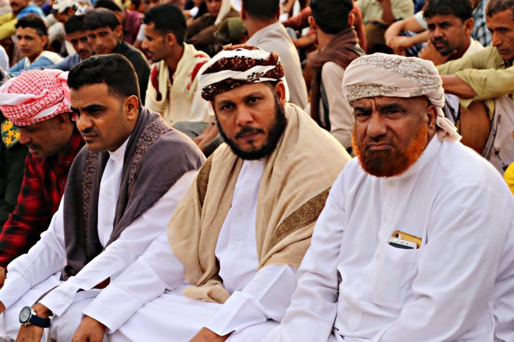 رئيس تنفيذية انتقالي سقطرى يؤدي صلاة عيد الفطر المبارك مع جموع المصلين بمدينة حديبو