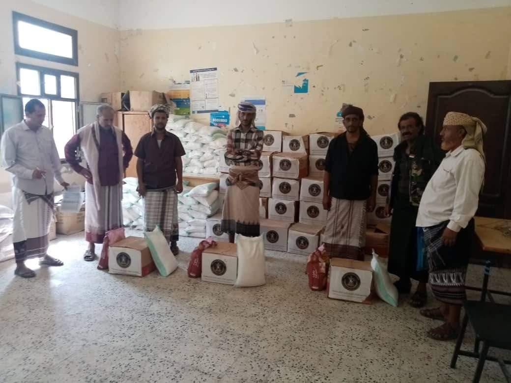 انتقالي سرار يدشن توزيع السلال الغذائية على أسر الشهداء بالمديرية