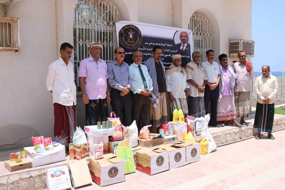 انتقالي حضرموت يدشن توزيع السلال الغذائية لأسر الشهداء بالمحافظة