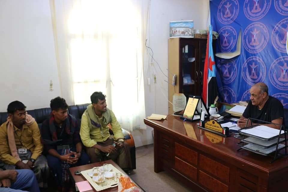 رئيس تنفيذية انتقالي حضرموت يلتقي عدداً من أبناء جزيرة عبدالكوري