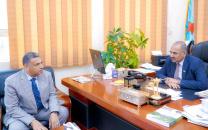 الرئيس الزُبيدي يلتقي الأمين العام للمجلس المحلي بالعاصمة عدن