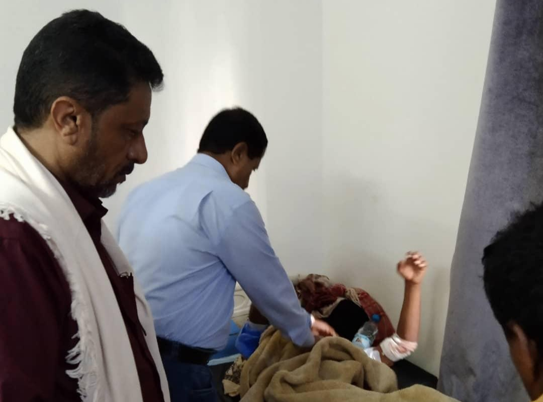 رئيس تنفيذية انتقالي أبين يطمئن على أحوال جرحى تفجير زنجبار بمستشفيات العاصمة عدن