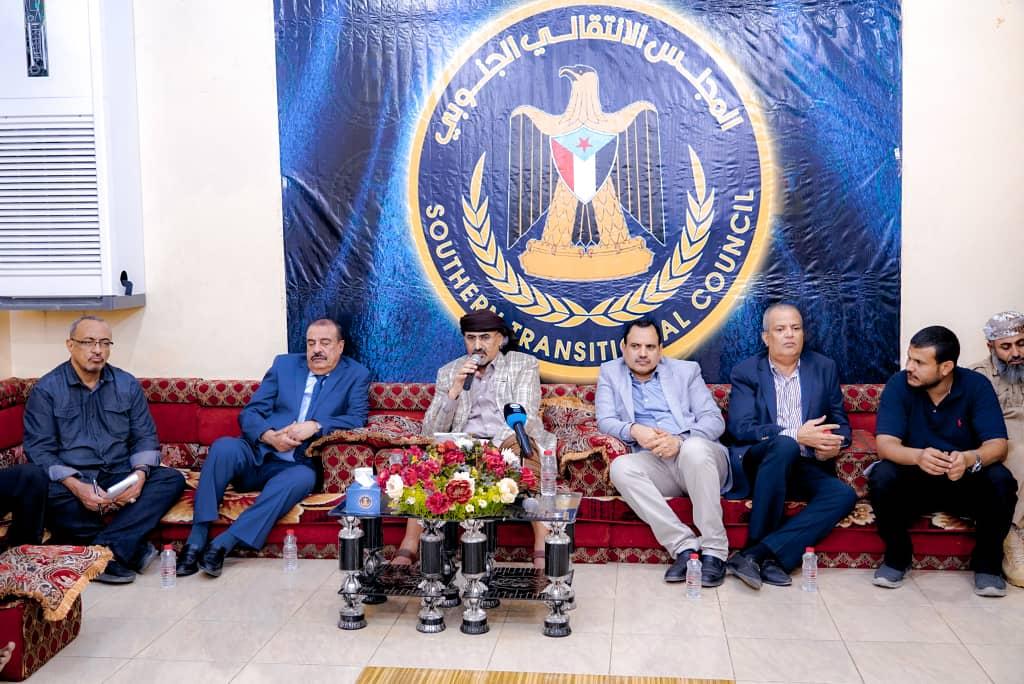 الرئيس القائد عيدروس الزُبيدي يلتقي نخبة من مقادمة وشخصيات اجتماعية من أبناء حضرموت