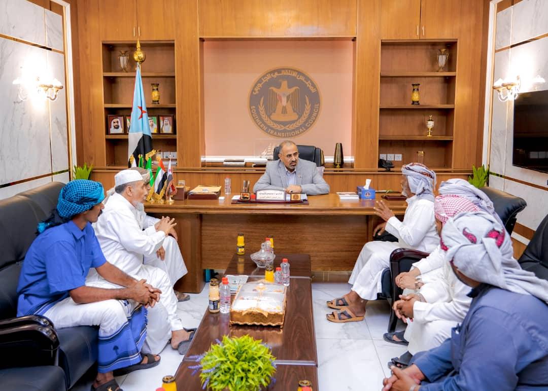 الرئيس القائد عيدروس الزُبيدي يلتقي وفداً من قبائل الصيعر