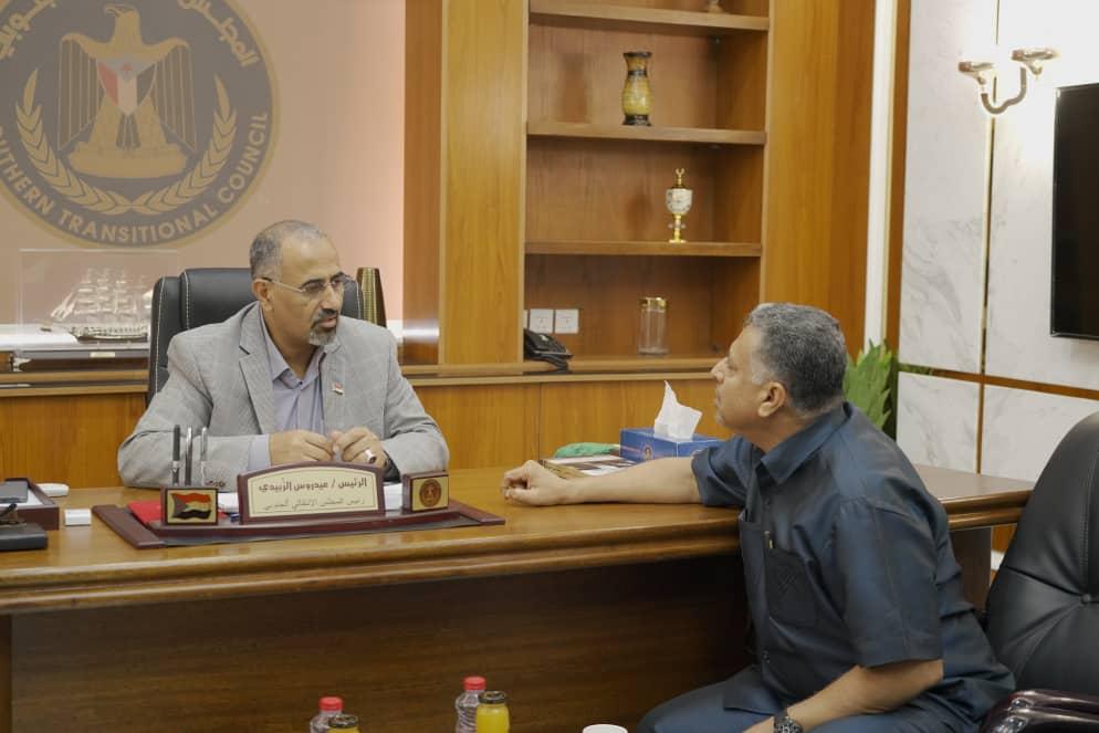 الرئيس القائد عيدروس الزُبيدي يلتقي الأمين العام للمجلس المحلي بالعاصمة عدن