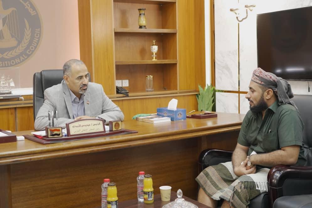 الرئيس القائد عيدروس الزُبيدي يلتقي الشيخ عبدالرحمن الصبيحي