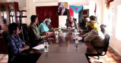 رئيس تنفيذية انتقالي سقطرى يترأس اجتماعاً لتعزيز دور الأمن خلال فترة العيد وضبط المتلاعبين بالأسعار